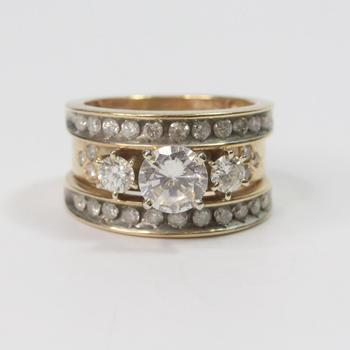 10k Gold 10.54g Ring With Diamonds And Clear Stone