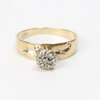 10k Gold 2.76g Ring With Diamond Accents