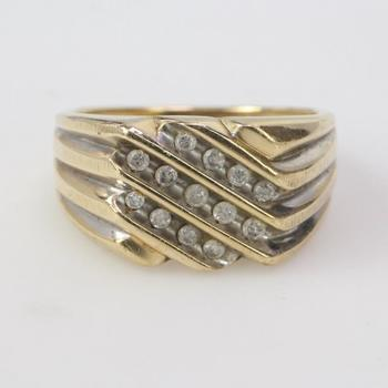 10k Gold 4.63g Ring With Diamonds