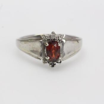 10k White Gold 2.38g Ring With Red And Clear Stones