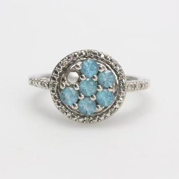10k White Gold 3.56g Ring With Blue And Clear Stones
