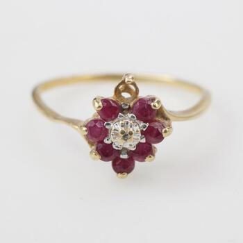 10kt Gold 1.21g Ring With Red Stones