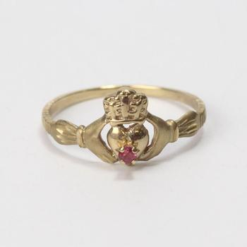 10kt Gold 1.5g Claddagh Ring With Pink Stone