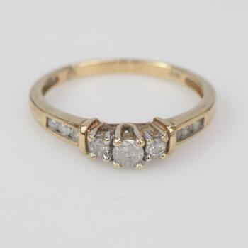 10kt Gold 1.92g Ring With Diamond Accents