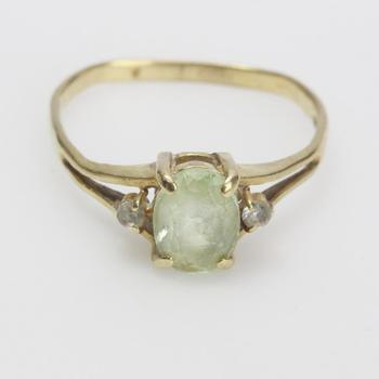 10kt Gold 2.17g Ring With Green And Clear Stones
