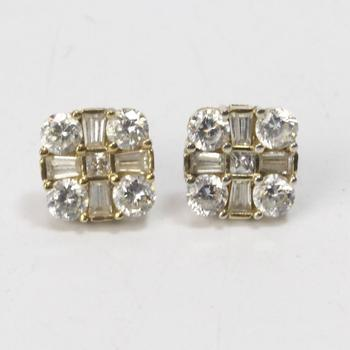 10kt Gold 2.27g Pair Of Earrings With Clear Stones