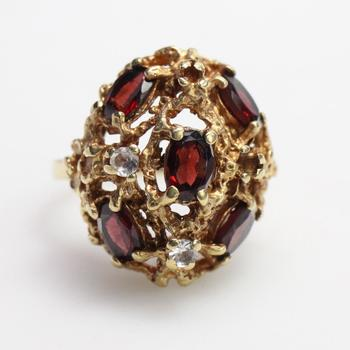 10kt Gold 7.5g Ring With Red And Clear Stones