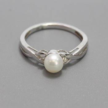 10kt White Gold 1.8g Pearl Ring With Diamond Accents
