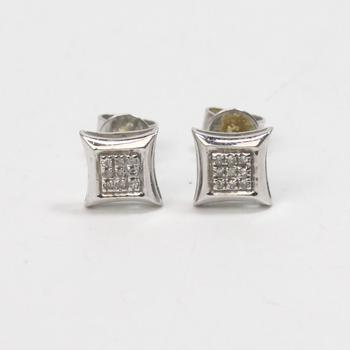 10kt White Gold .92g Earrings With Clear Stones