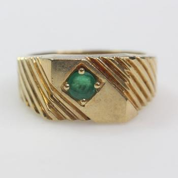 11k Gold 8.89g Ring With Green Stone