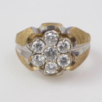 11kt Gold 5.49g Ring With Clear Stones