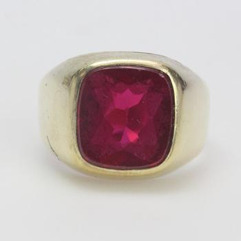 13k Gold 7.10g Ring With Red Stone