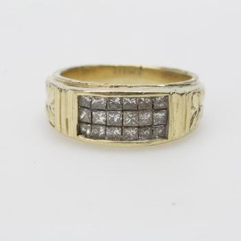 13k Gold 8.14g Ring With Diamonds