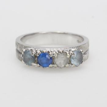 13k White Gold 6.01g Ring With Blue And Clear Stones