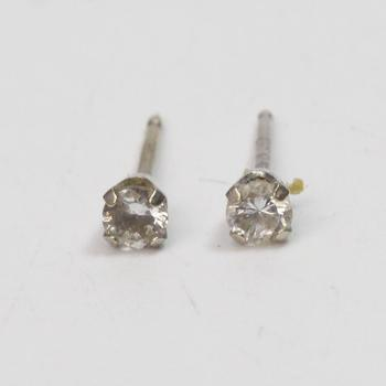 13kt White Gold .4g Earrings With Clear Stones