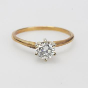14k Gold 2.03g Ring With Diamond