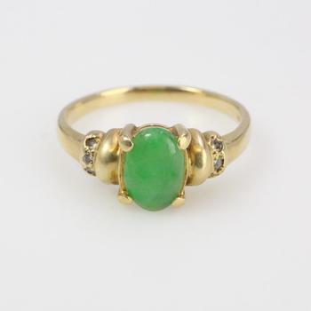 14k Gold 2.91g Ring With Diamonds And Green Stone
