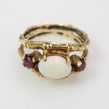 14k Gold 3.77g Ring With Red And Iridescent Stones