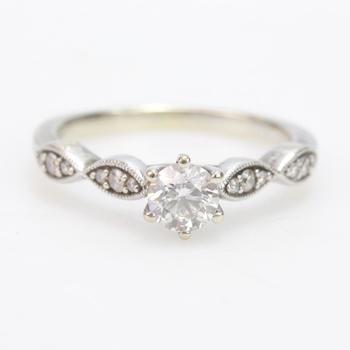 14k White Gold 2.76g Diamond Ring