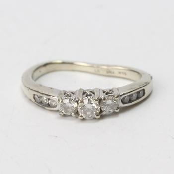 14k White Gold 2.84g Ring With Diamonds