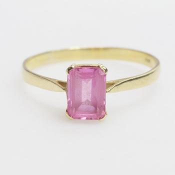 14kt Gold 1.5g Ring With Pink Stone