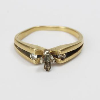 14kt Gold 2.3g Ring With Diamonds