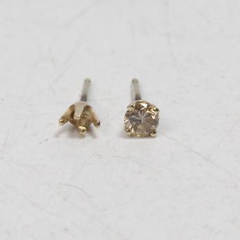 14kt Gold .33g Diamond Earrings
