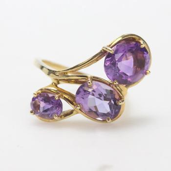 14kt Gold 5.6g Ring With Purple Stones