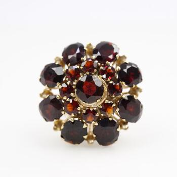 14kt Gold Deep Red Stone Ring