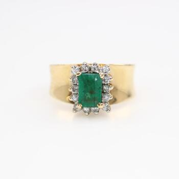 14kt Gold Green Stone And Diamond Accents Ring