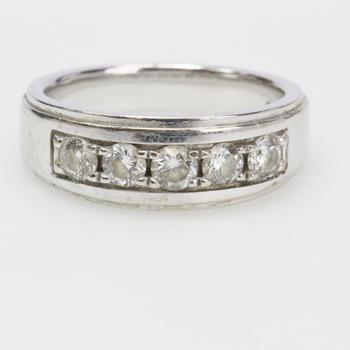14kt White Gold 10.5g Diamond Ring