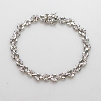 15.17g Silver Bracelet With Clear Stones