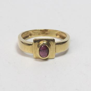 17k Gold 3.21g Ring With Red Stone