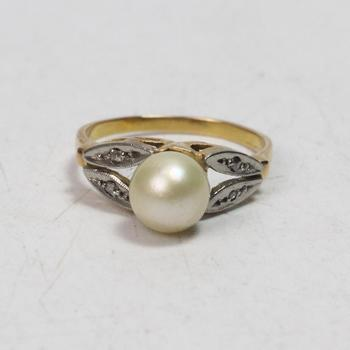 17k Gold 3.22g Ring With Pearl And Clear Stones