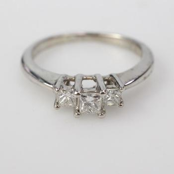 17k White Gold 3.4g Diamond Ring