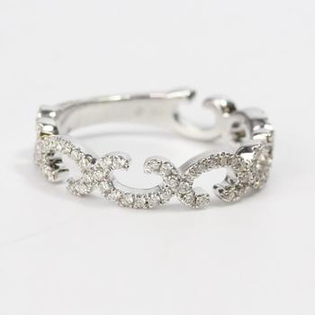 17k White Gold 3g Ring With Diamonds