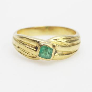 17kt Gold 4.24g Ring With Green Stone