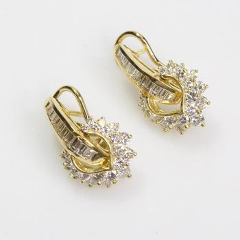 18k Gold 4.00ct TW Diamond Earrings - Evaluated By Independent Specialist