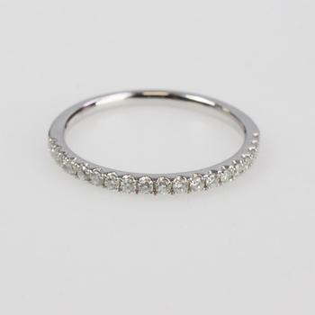 18k White Gold 1.20g Ring With Diamonds
