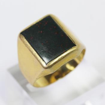 18kt Gold 13g Bloodstone Ring   Property Room