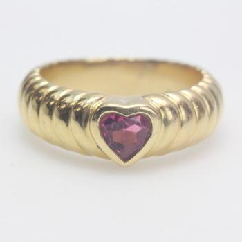18kt Gold 6.67g Heart Shaped Ring With Pink Stone