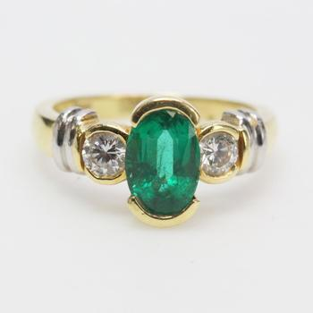 18kt Gold And Platinum 7g Ring With Diamonds And Green Stone