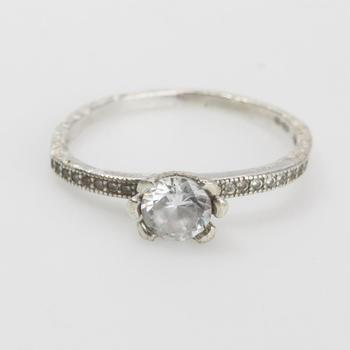1.90g Silver Ring With Clear Stones