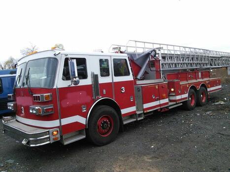 1992 Sutphen Ladder Truck (New London, CT 06320)