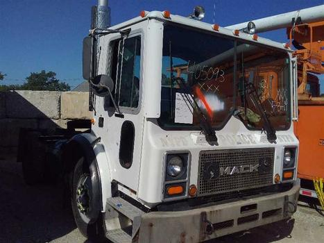 1993 Mack Mr Series (Medford, NY 11763)