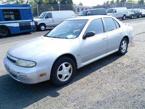1994 Nissan Altima (Hartford, CT 06114)