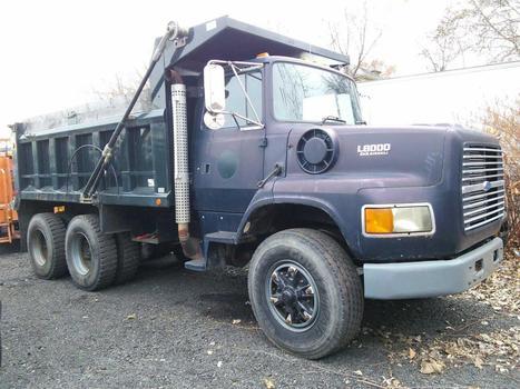 1995 Ford L8000 (Hartford, CT 06114)