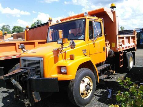 1997 Freightliner FL80 (Hartford, CT 06114)