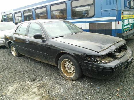 1999 Ford Crown Victoria (Hartford, CT 06114)