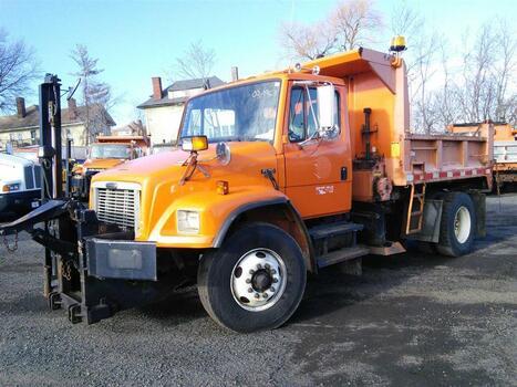 1999 Freightliner FL80 (Hartford, CT 06114)